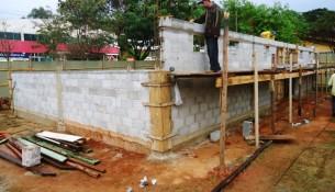 17.01.14 - Construcao de banheiros publicos no Lago do Taboao (1)