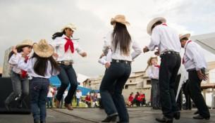 Grupo de Catira de Piracaia se apresentando na Festa do Divino de Joanópolis em 2014 (Caio Buni)