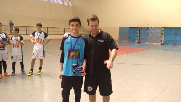 Goleiro Breno sub-13 e técnico Diego Brida