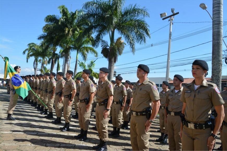 Alunos do curso de formação de soldados com boinas