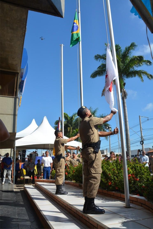 Hasteamento das Bandeiras Nacional e Estadual