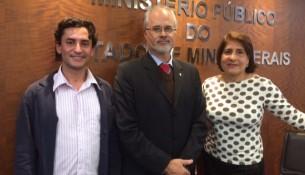 Dr. Leonardo Duque Barbabela, Presidente do Grupo Coordenador do FUNEMP e Lúcia Helena Couto Diniz, Secretária Executiva do FUNEMP e Analista do MP e o Chefe de Divisão de Qualificação da Secretaria Municipal de Turismo, Ivo Leme.