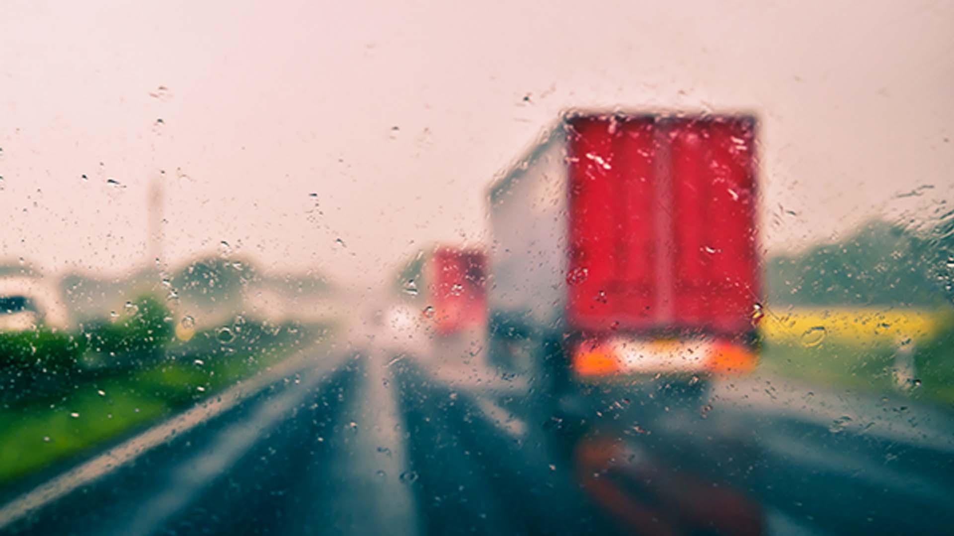 estrada chuva