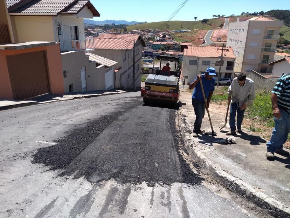 Retirada-de-borrachudo-na-Rua-Lino-de-Oliveira-Borges-no-Centro