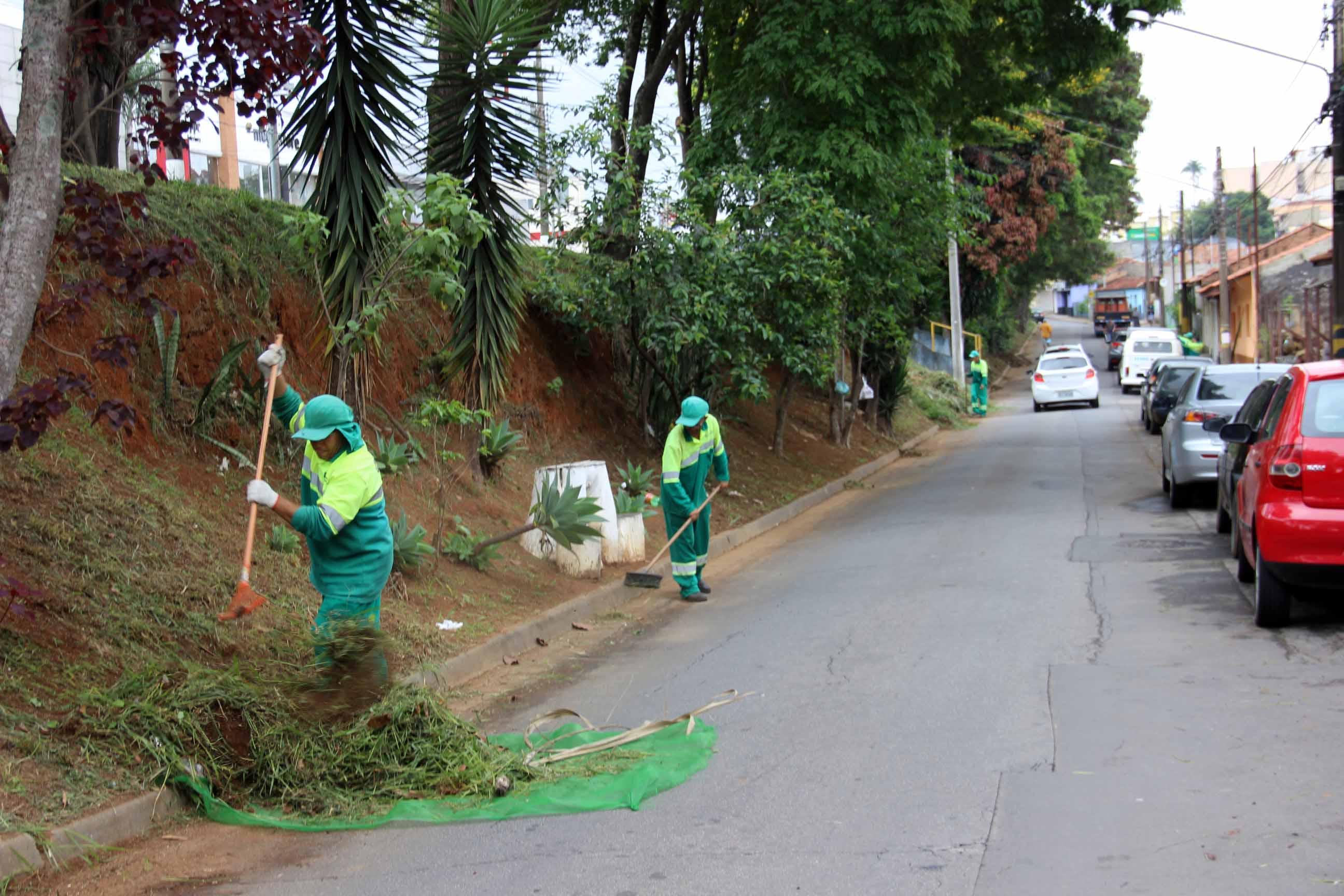 17.10.2018 Corte de mato e limpeza Vila Malva1