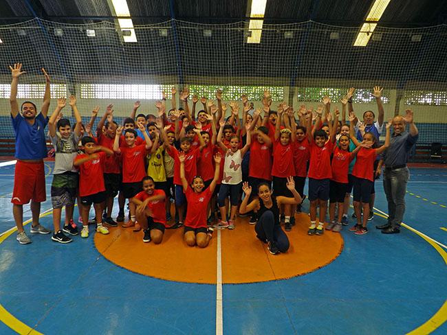 Alunos do projeto Janeth de BAsquetebol no Giasio Agostinho Ercolini, aulas começam em 07 de fevereiro.