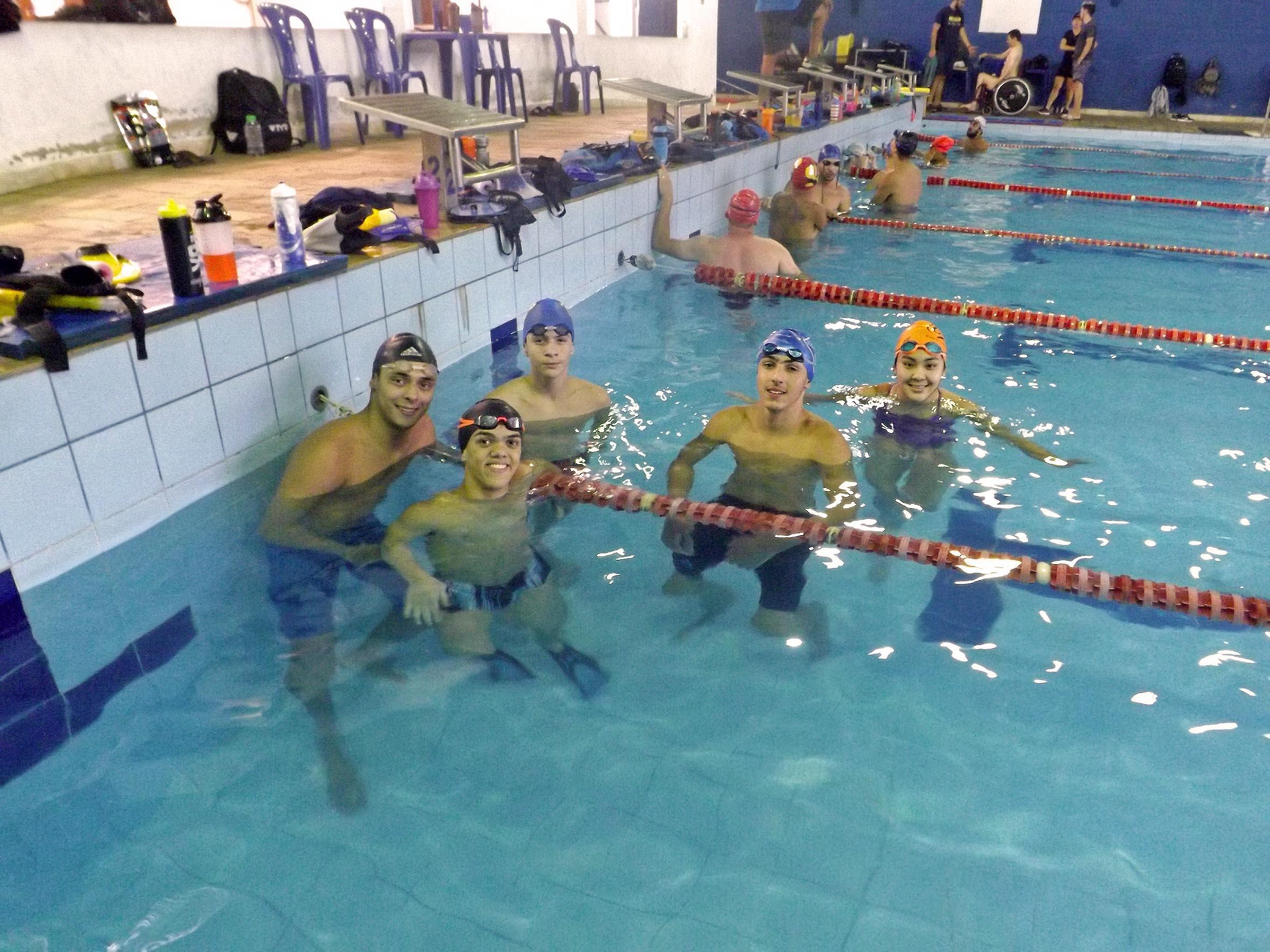 os treinos acontecem na piscina Maria Astrid Dubard no Bairro Julio Mesquita