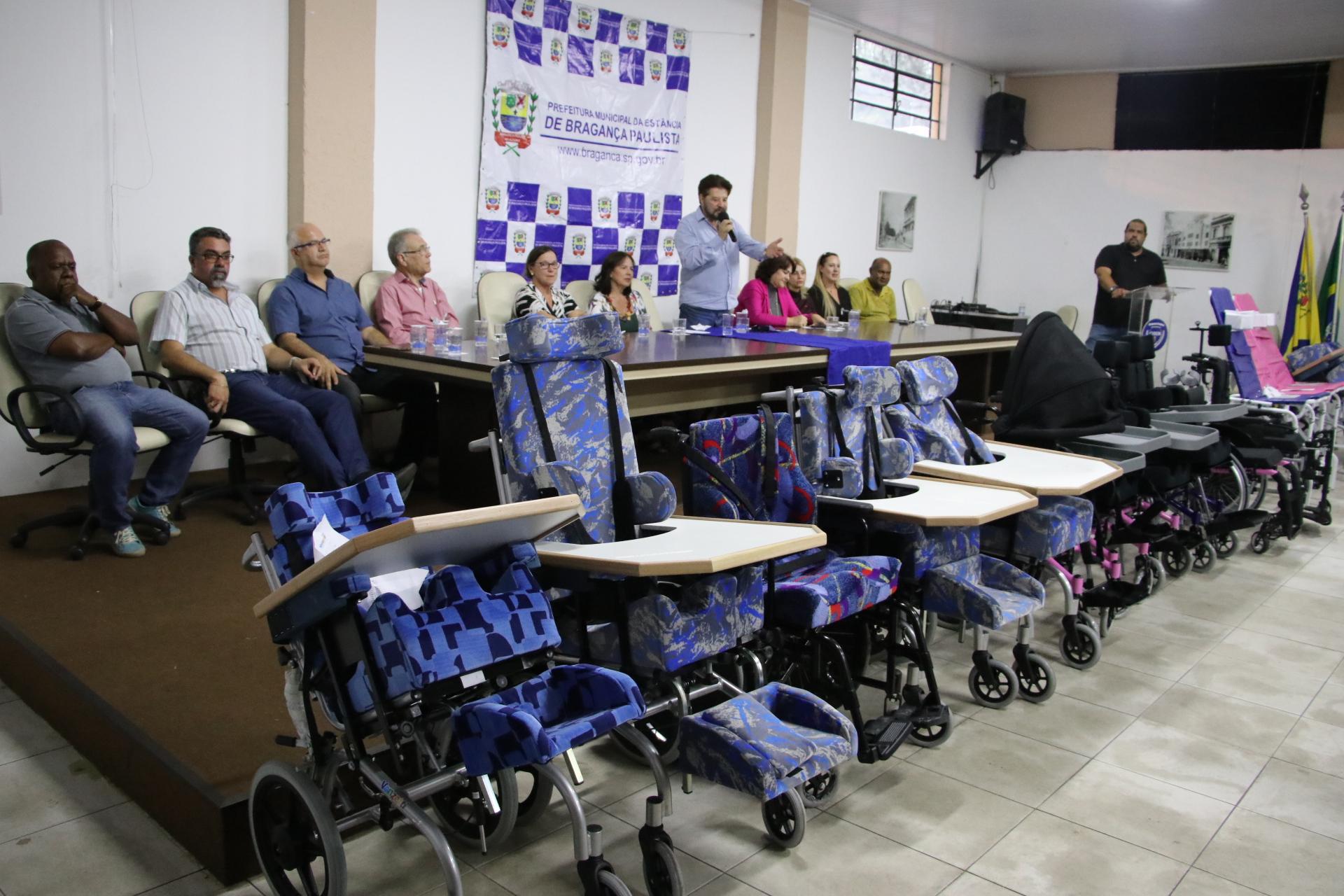 21.10.2019 Entrega de cadeira de rodas (2)