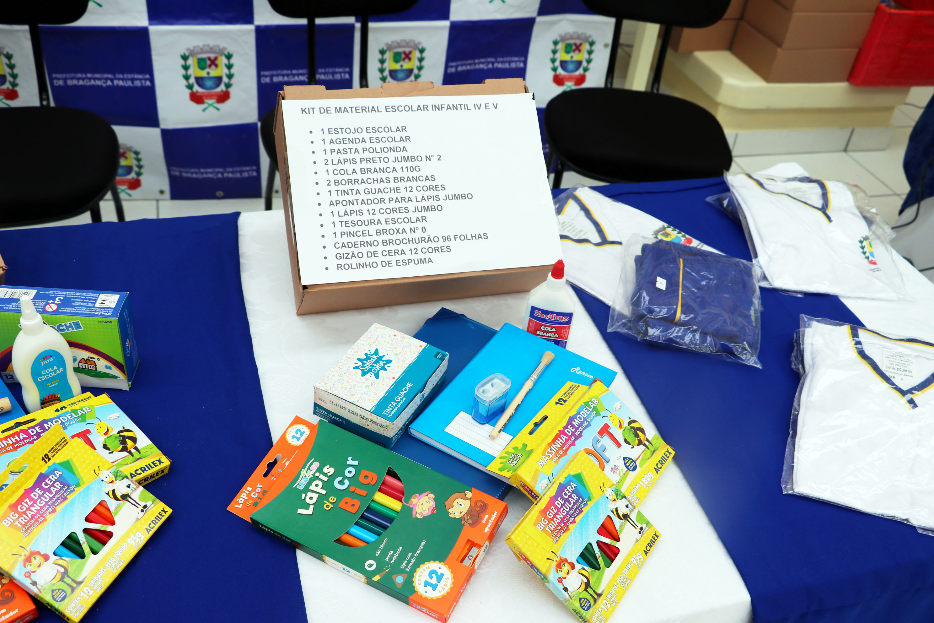 03.02.2020 Entrega de Kit Escolar e uniforme Escola Professora Antonieta de Oliveira Lisa (2)