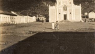 Praça da Matriz. Extrema – MG. Década de 1930. Arquivo da Família Silva