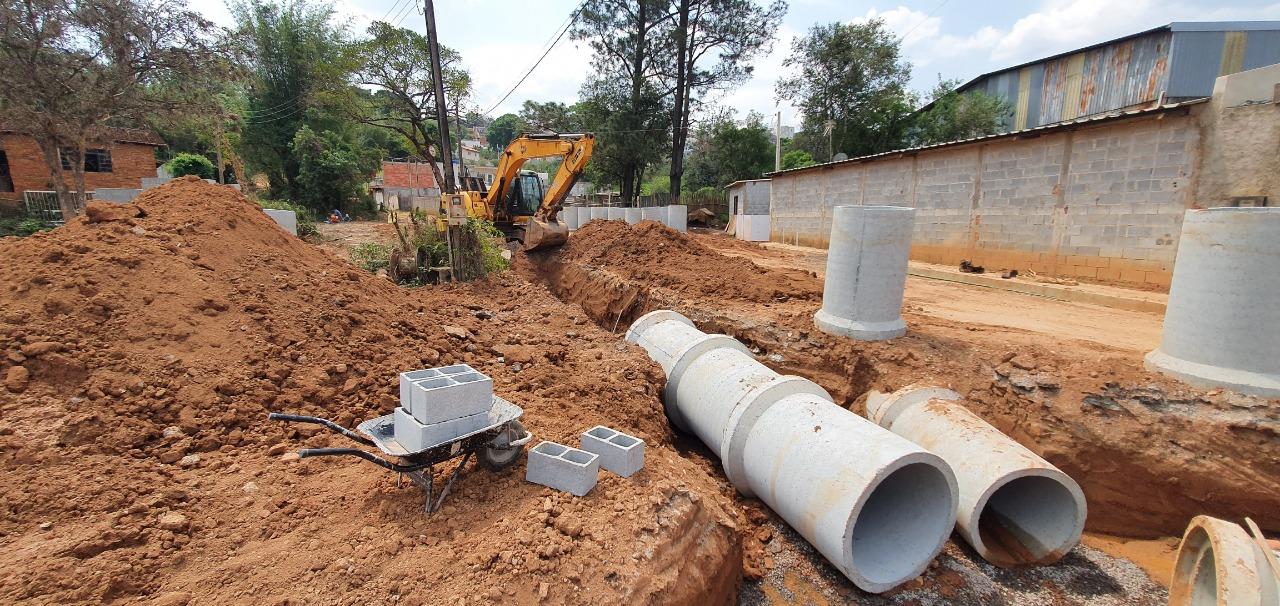 Obras de infraestrutura urbana no bairro Chácaras Luzia Vicente são iniciadas (2)