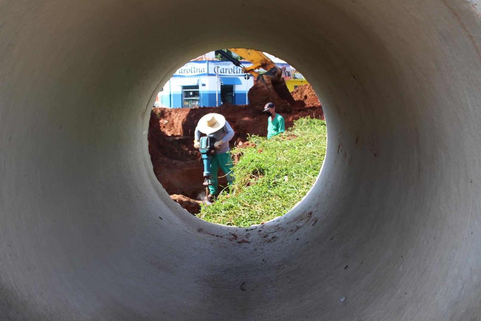 12.01.2021 Implantação de tubos de águas pluvias no  Lavapés 2