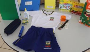 10.02.2021 Com início das aulas Prefeitura distribuis os kits escolares e uniformes de verão (1)