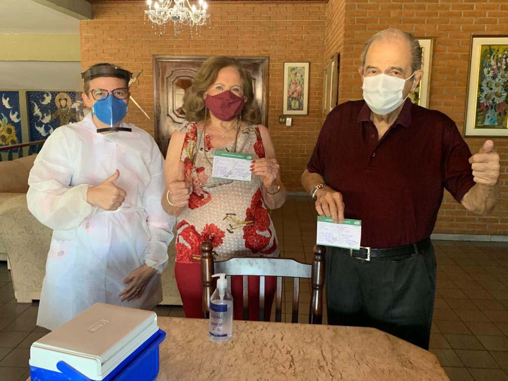 PrefeitoePrimeira-Dama recebem 2ª dose da vacina contra a Covid-19 (4)