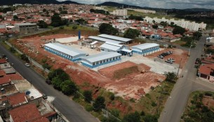 Segue em avanço as obras de construção de escola no bairro Henedina Cortez (1)