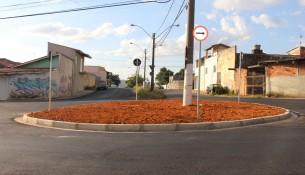 22.04.2021 Iniciada implantação de rotatória na confluência entre a Avenida Oito de Maio x Rosa Raffanti Cecchettini (2)