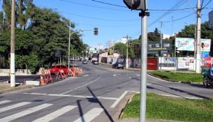 Administração discute configuração e sinalização viária de nova rua paralela à Praça da Poesia (3)