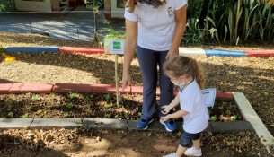 11.05.2021 Prefeitura revitaliza canteiros para a implementação do Projeto Horta Escolar Cultivando Saberes 2